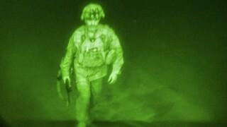 Ο τελευταίος Αμερικανός στρατιώτης στο Αφγανιστάν έβαλε τέλος στο μακροβιότερο πόλεμο των ΗΠΑ