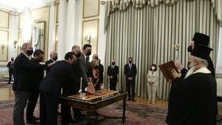 Ορκίστηκαν τα νέα κυβερνητικά στελέχη - Οι πρώτες δηλώσεις