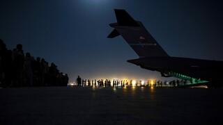 Αφγανιστάν - DW: Ανάμεσα στη ζωή και το θάνατο στο αεροδρόμιο της Καμπούλ