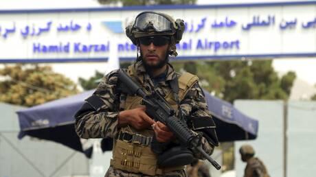Αφγανιστάν: Οι Ταλιμπάν παρελαύνουν στο αεροδρόμιο με αμερικανικά όπλα