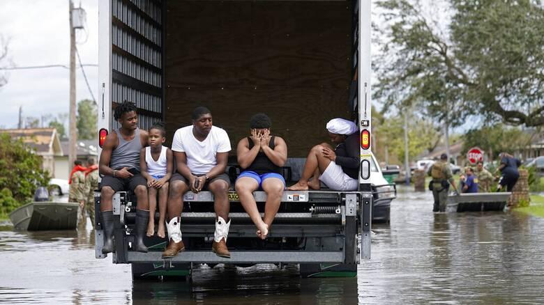 Καταστροφικός ο τυφώνας Άιντα: Τέσσερις νεκροί, απαγόρευση κυκλοφορίαας στη Νέα Ορλεάνη