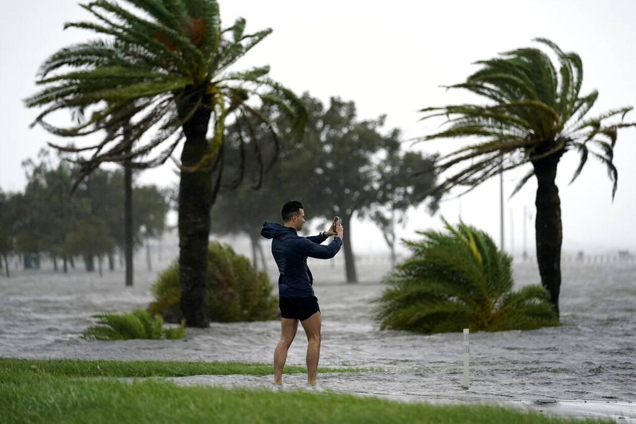 https://cdn.cnngreece.gr/media/news/2021/09/01/279785/photos/snapshot/Hurricane-Ida-2.jpg