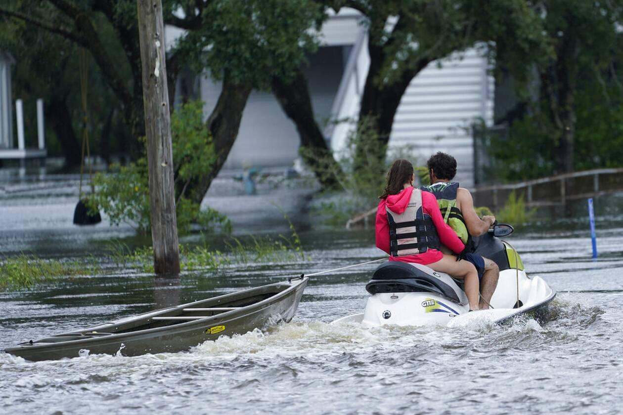 https://cdn.cnngreece.gr/media/news/2021/09/01/279785/photos/snapshot/Hurricane-Ida-3.jpg