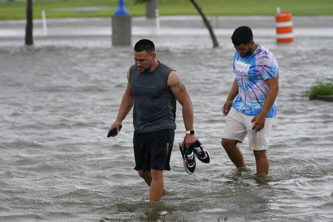 https://cdn.cnngreece.gr/media/news/2021/09/01/279785/photos/snapshot/Hurricane-Ida-4.jpg