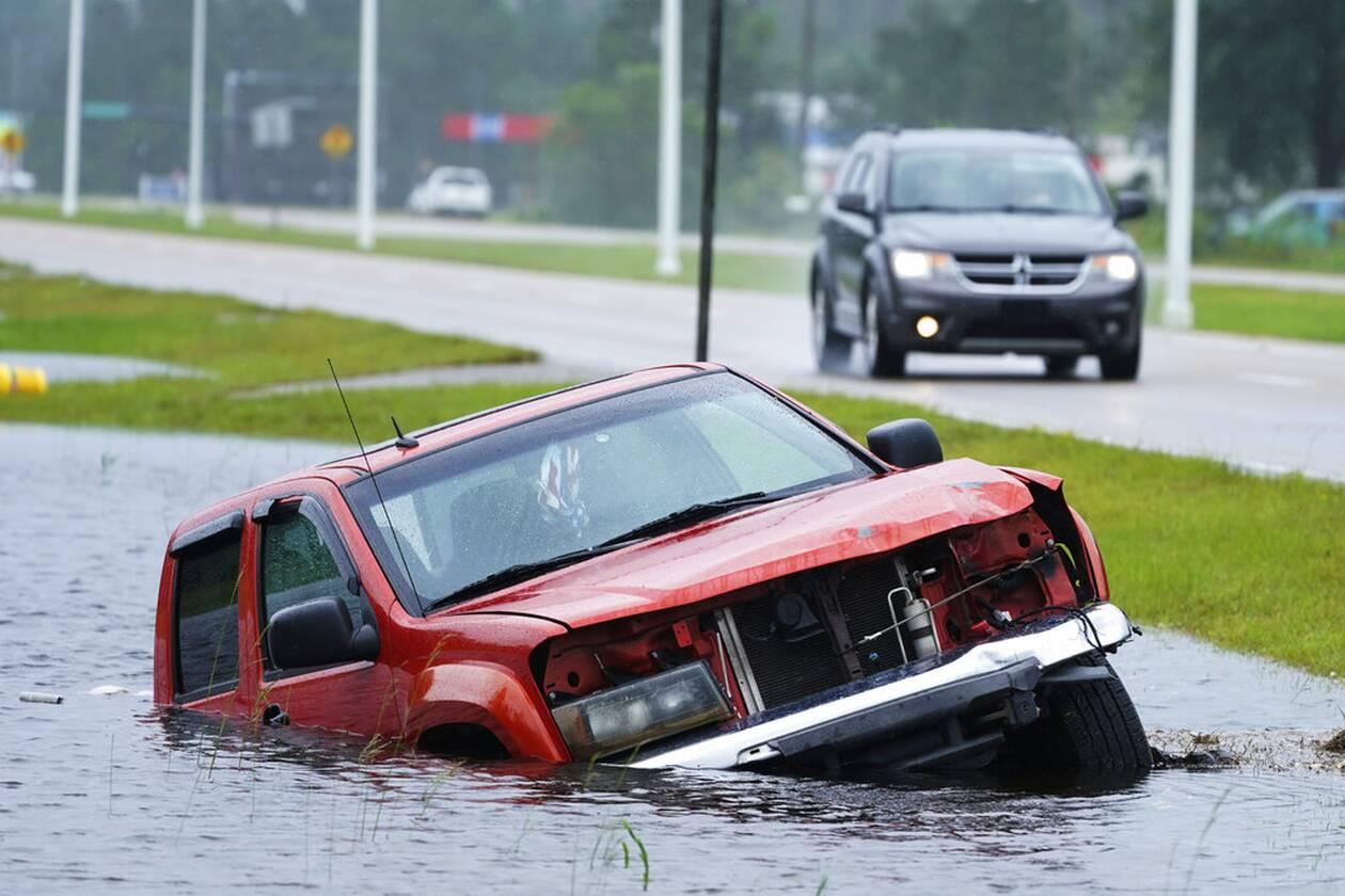 https://cdn.cnngreece.gr/media/news/2021/09/01/279785/photos/snapshot/Hurricane-Ida-7.jpg