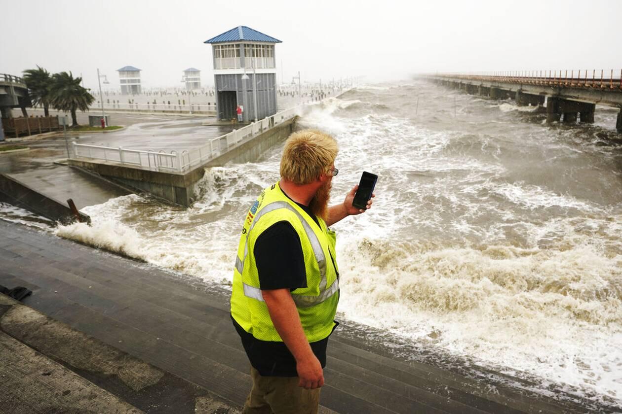 https://cdn.cnngreece.gr/media/news/2021/09/01/279785/photos/snapshot/Hurricane-Ida-8.jpg