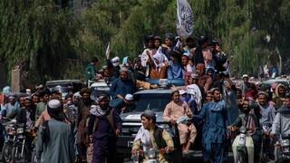 Αφγανιστάν: Οι Ταλιμπάν στην Κανταχάρ μέσα σε αμερικανικά στρατιωτικά οχήματα