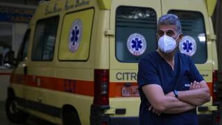«Δαμόκλειος σπάθη» η αναστολή για χιλιάδες υγειονομικούς - Αποφασισμένη η κυβέρνηση