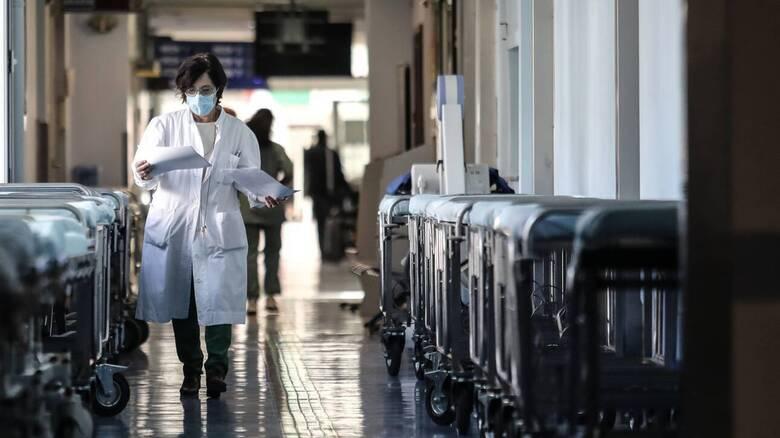 Κορωνοϊός: «Αγγίζουν» τις 6.000 οι αναστολές εργασίας σε υγειονομικούς