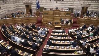 Στη Βουλή η τροπολογία για την κάλυψη των κενών στην Υγεία μετά τις αναστολές εργασίας