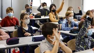 Κορωνοϊος - Γαλλία: Επιστροφή στα σχολεία με μάσκες και αντισηπτικά