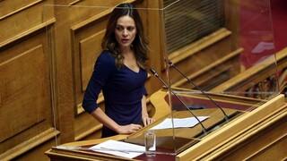 Αχτσιόγλου στη Βουλή: Η ΝΔ λέει ψέματα για το ασφαλιστικό