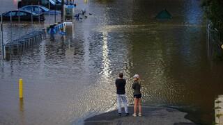 Τυφώνας Άιντα: Ιστορικές πλημμύρες και δεκάδες νεκροί - Η κλιματική κρίση είναι εδώ, λέει ο Μπάιντεν
