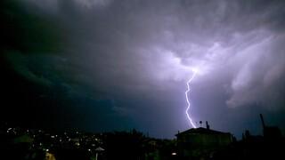 Καιρός: Έκτακτο δελτίο επιδείνωσης - Καταιγίδες, ισχυροί άνεμοι και μεγάλη πτώση θερμοκρασίας