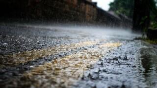 Καιρός: Ισχυρές καταιγίδες, πτώση θερμοκρασίας και χαλαζοπτώσεις