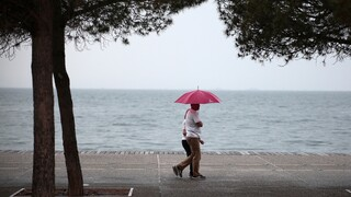 Καιρός: Σε κλοιό κακοκαιρίας η χώρα με βροχές, καταιγίδες και χαλάζι