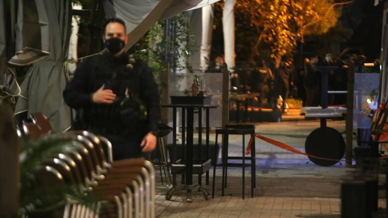 Συμπλοκή με πυροβολισμούς έξω από μπαρ στο Περιστέρι για μια γυναίκα - 10 προσαγωγές