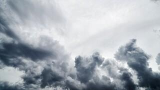 Καιρός: Πού αναμένονται βροχές και καταιγίδες σήμερα - Ισχυροί άνεμοι στο Αιγαίο
