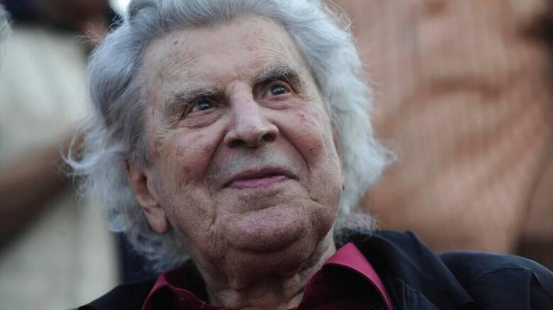 Μίκης Θεοδωράκης: Σε λαϊκό προσκύνημα από σήμερα η σορός του - Στα Χανιά η ταφή