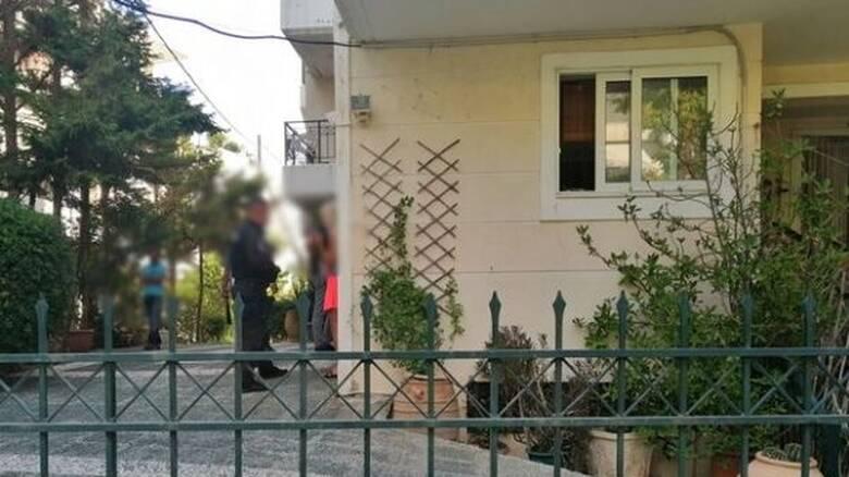 Ραφήνα: Βρήκαν 44χρονο κρεμασμένο και φιμωμένο σε μπαλκόνι πολυκατοικίας