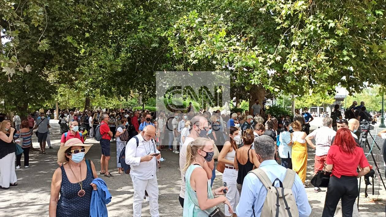 https://cdn.cnngreece.gr/media/news/2021/09/06/280442/photos/snapshot/thodorakis-79906915388188673_n.jpg