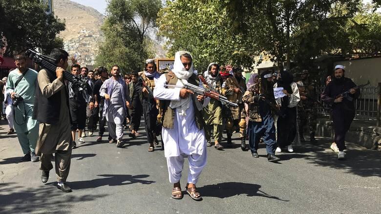 Αφγανιστάν: Οι Ταλιμπάν πυροβολούν στον αέρα σε διαδήλωση στην Καμπούλ