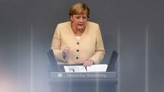 Γερμανία: «Κεραυνοί» Μέρκελ κατά Σολτς με τους συντηρητικούς σε τροχιά ήττας στην κάλπη