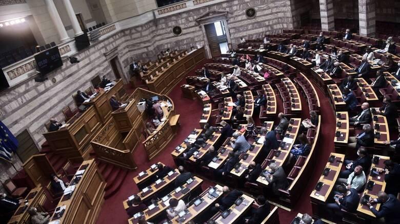 Μόνο ένας ανεμβολίαστος βουλευτής μας απαντούν πηγές της ΝΔ στον ΣΥΡΙΖΑ