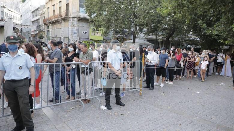 Μίκης Θεοδωράκης: Με συγκίνηση αλλά και εντάσεις το λαϊκό προσκύνημα