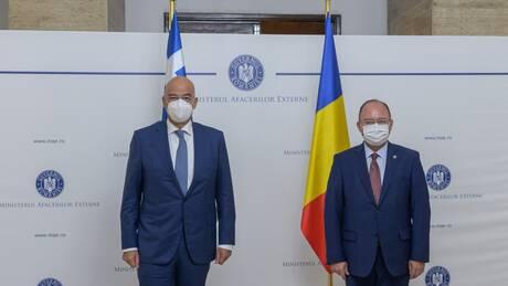 Στο Βουκουρέστι ο Νίκος Δένδιας: Σε άριστο επίπεδο οι σχέσεις Ελλάδας - Ρουμανίας