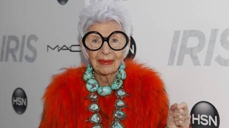 Η Iris Apfel έκλεισε τα 100 - Και παραμένει μια από τις πιο επιδραστικές μορφές στον κόσμο της μόδας