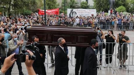 H τελευταία υπόκλιση στον Μίκη Θεοδωράκη - Κοσμοσυρροή για την τελετή αποχαιρετισμού