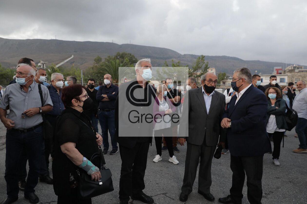 https://cdn.cnngreece.gr/media/news/2021/09/09/280766/photos/snapshot/kke-mikis-theodorakis-1.jpg