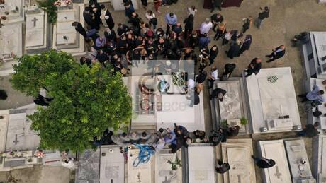 Στην κρητική γη αναπαύεται ο Μίκης Θεοδωράκης - Χιλιάδες λαού είπαν το ύστατο «χαίρε»