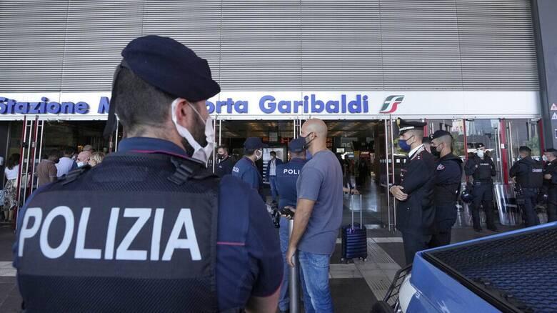 Κορωνοϊός - Ιταλία: Έφοδοι της αστυνομίας σε σπίτια αντιεμβολιαστών σε πολλές πόλεις