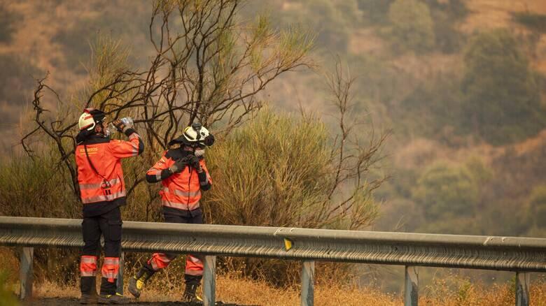 Φωτιά στην Ισπανία: Ένας πυροσβέστης νεκρός - Χίλιοι κάτοικοι εκτοπισμένοι
