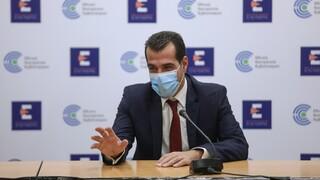 Πλεύρης για πλαστά πιστοποιητικά: Έλεγχοι παντού, απολύσεις και πρόστιμο 5.000 ευρώ
