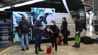 Κορωνοϊός: Αλλάζουν όλα στις μετακινήσεις από τη Δευτέρα -  Πώς θα ταξιδεύουν οι ανεμβολίαστοι