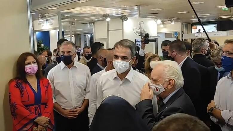 ΔΕΘ 2021: Στο περίπτερο του Ελληνικού Ερυθρού Σταυρού ο Μητσοτάκης