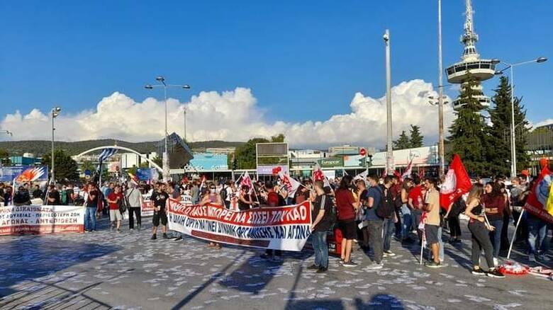 ΔΕΘ 2021: Συλλαλητήριο του ΠΑΜΕ στη νότια πύλη - Παρών ο Κουτσούμπας
