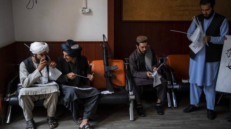 Αφγανιστάν: Ξεκινούν οι εμπορικές πτήσεις - Οι Ταλιμπάν ανοίγουν τα χαρτιά τους