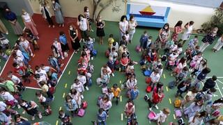 Επιστροφή στα σχολεία : Αγιασμός με βεβαιώσεις, αντισηπτικά και self test