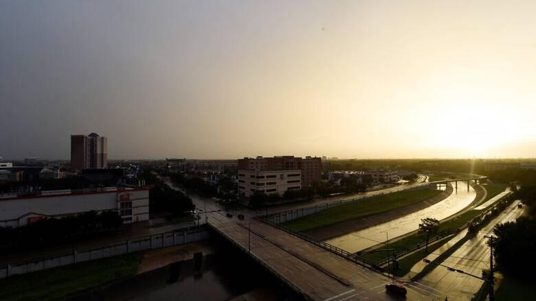 ΗΠΑ: Η καταιγίδα Νίκολας ενισχύθηκε σε κυκλώνα- Σφοδρές βροχοπτώσεις σε Τέξας και Λουιζιάνα