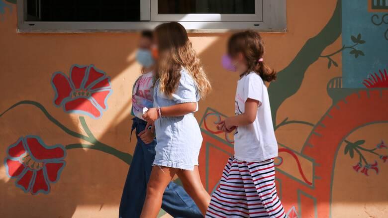 Επεισοδιακός αγιασμός: Αντί για self test στο παιδί τους έκαναν φασαρία και... συνελήφθησαν