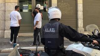 Ένοπλη ληστεία με καλάσνικοφ σε τράπεζα στο κέντρο της Αθήνας