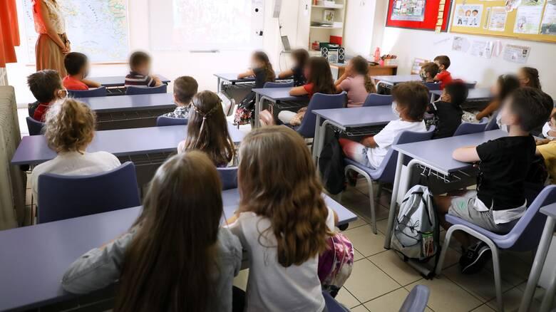 Γώγος: Δεν αναμένεται να δούμε οριζόντιο κλείσιμο στα σχολεία- Επανεκτίμηση μέτρων σε ένα μήνα