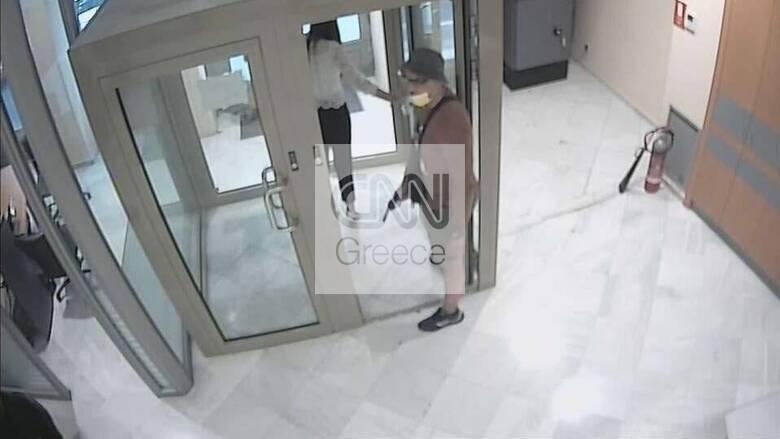 Αποκλειστικό: Το τατουάζ πρόδωσε τον ληστή της τράπεζας στο κέντρο της Αθήνας
