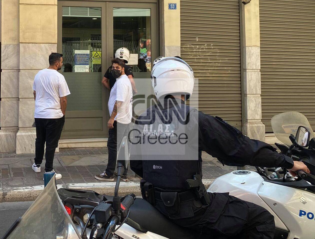 https://cdn.cnngreece.gr/media/news/2021/09/15/281563/photos/snapshot/peiraios-listia-565965850396_n.jpg