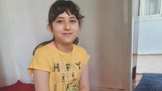 Υποτροφία για το Διεθνές Σχολείο της Βοστώνης έλαβε η 12χρονη Αρεζού, Αφγανή μαθήτρια στη Μυτιλήνη