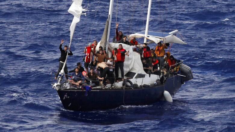 Ισπανία: Έξι πλοιάρια με μετανάστες εντοπίστηκαν στα ανοιχτά των Κανάριων Νήσων